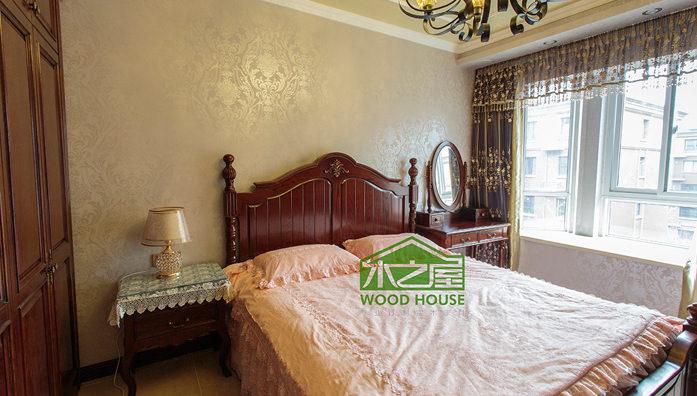 实木床有着健康环保、自然的特性,因此能够让人们在都市的夜晚感受到一丝自然的气息,享受舒适品质的睡眠。而实木床想要更加耐用,平时的清洁保养工作是不就来说说实木床的保养与清洁。 实木床的保养与清洁 1.平时要避免让利器或者硬物磕碰到实木床,并且平时也只需用软棉布或鸡毛撢子清除一下灰尘即可。 2.